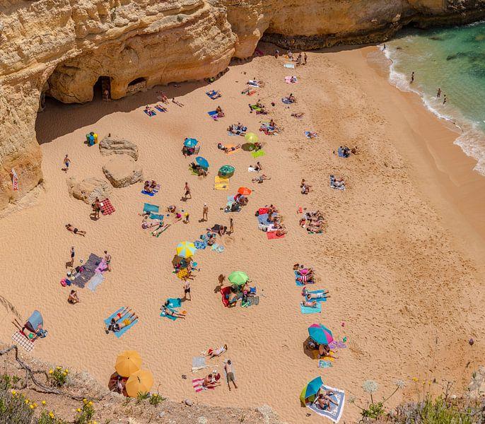 Praia do Carvalho, Benagil, Algarve, Portugal van Rene van der Meer
