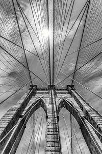 NEW YORK CITY Brooklyn Bridge im Detail   monochrom