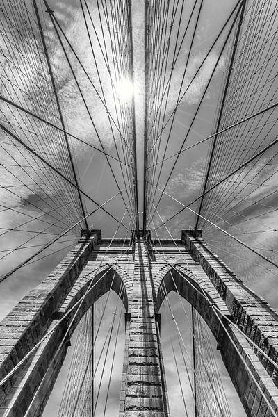 NEW YORK CITY Brooklyn Bridge im Detail | monochrom von Melanie Viola