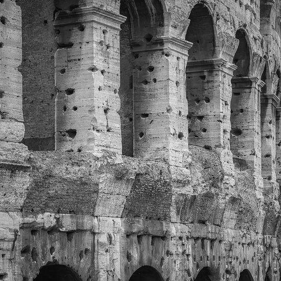 Italië in vierkant zwart wit, Rome, Colosseum van Teun Ruijters