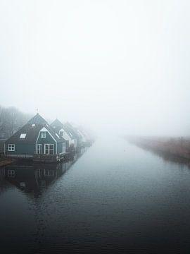 Ein nebliger Morgen über dem Wasser von Roos Maryne - Natuur fotografie