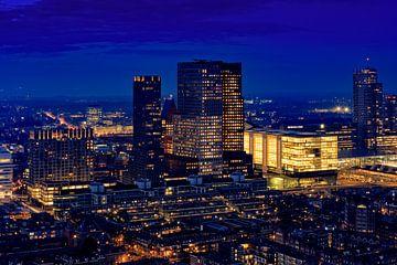 skyline van Den Haag bij avond sur gaps photography