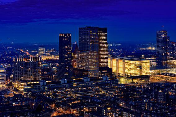 skyline van Den Haag bij avond van gaps photography