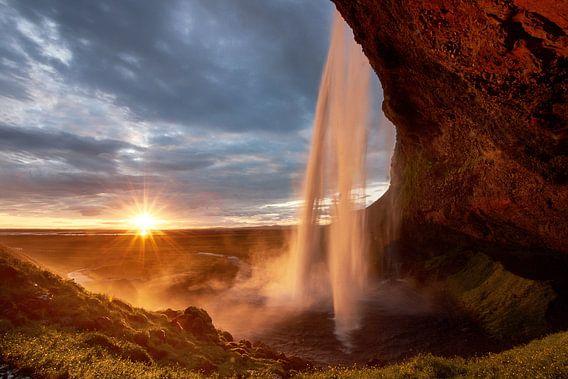 Seljalandsfoss Sunset van Edwin van Wijk