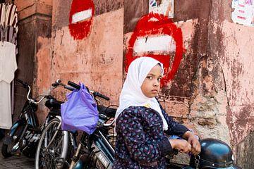 Meisje in Marrakech van Marco de Waal