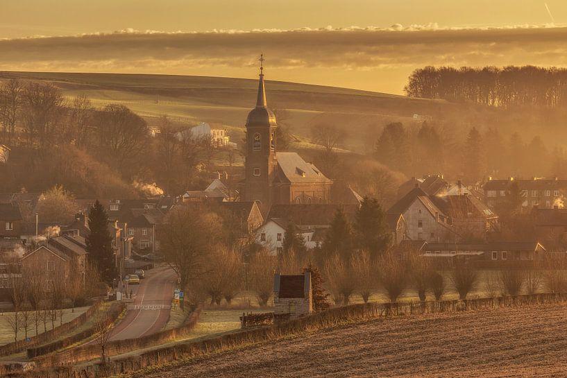 Zonsopkomst bij kerkdorpje Eys van John Kreukniet
