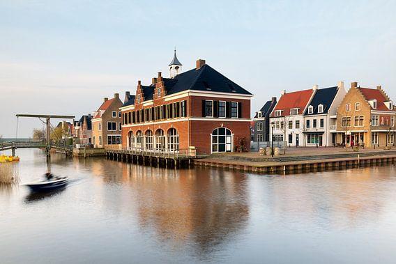 Zicht op Esonstad bij Oostmahorn,, vlak na zonsopkomst