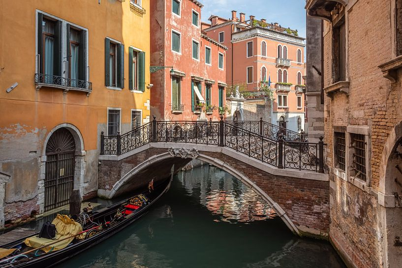 Brücke in Venedig von Arja Schrijver Fotografie