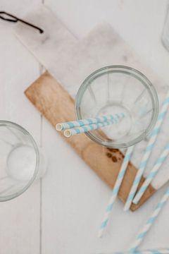Leeg glas met rietjes van Nina van der Kleij