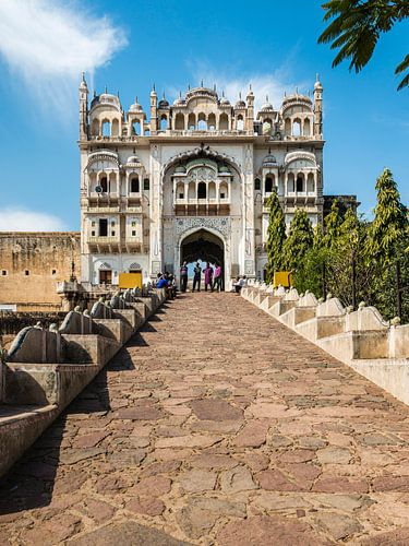 Eingang zum Darga von Kammarudin Shah. Grabmal und Moschee