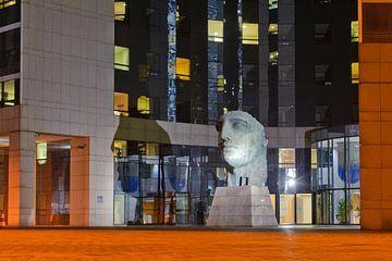 Het beeld Tindaro in La Defense van Roel Ovinge