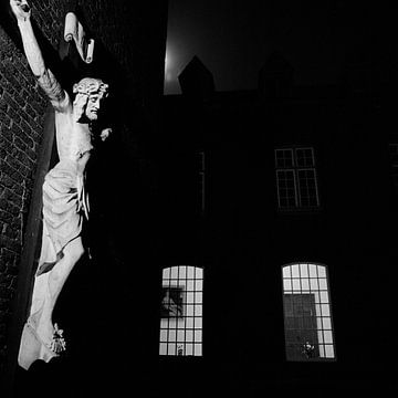 Nachtfoto met crucifix van