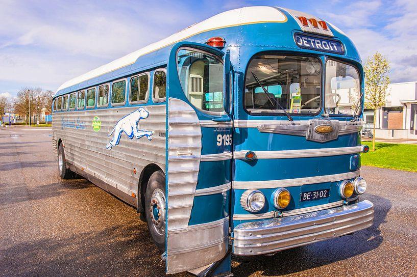 Greyhound Bus van Brian Morgan