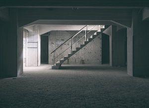 Verlaten plekken: Sphinx fabriek Maastricht keldertrap. van Olaf Kramer