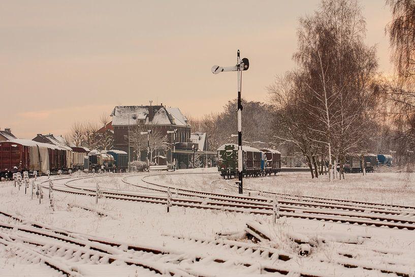 Treinstation Simpelveld in de sneeuw van John Kreukniet