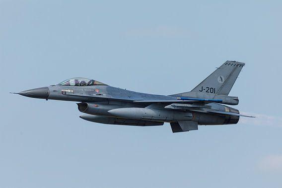 Een F-16 van 322 squadron met nabrander