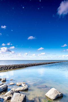Pier van keien in de Waddenzee van Willie Kamminga