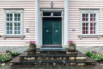 Entree van een karakteristiek huis in Noorwegen van Evert Jan Luchies