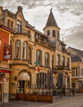 Voormalig Stadhuis en Postkantoor Valkenburg van John Kreukniet