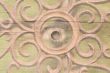Hout en roestig metaal in zachte natuurlijke kleuren van Lisette Rijkers