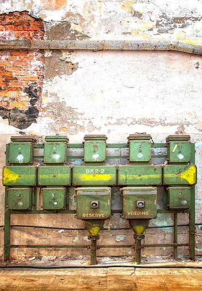Urbex groen fabriekshal van Marly De Kok