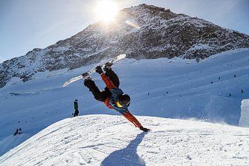 Spectaculaire snowboard actie met warm tegenlicht van Hidde Hageman
