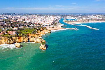 Luftaufnahme von Lagos an der Algarve in Portugal von Nisangha Masselink