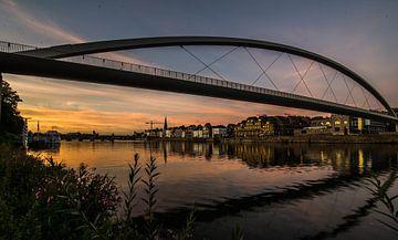 Zonsondergang Maas in Maastricht. van Danny Bartels