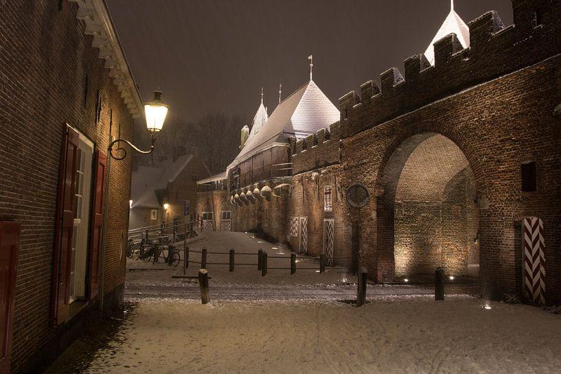 Koppelpoort in een winternacht van Gertjan Hesselink