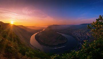Sonnenaufgang an der Mosel von Dennis Donders