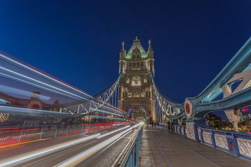 Londen in de avond - The Tower Bridge in het blauwe uurtje - 1 van Tux Photography
