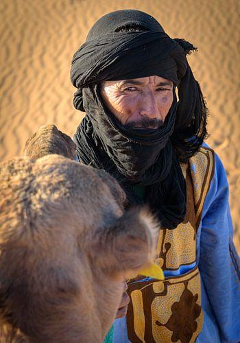 Portret van een Bedoeïene met zijn kameel, Marokko