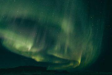 Nordlichter tanzen in der Nacht von Sophia Eerden