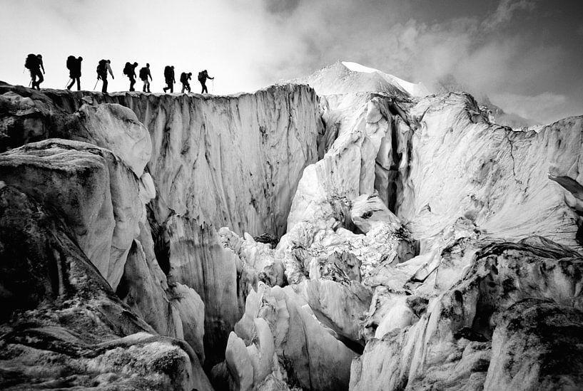 Bergsteiger auf dem Moiry Gletscher in der Schweiz von Menno Boermans