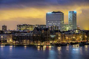 Avondfoto van de Veerhaven en Erasmus MC