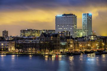 Avondfoto van de Veerhaven en Erasmus MC van