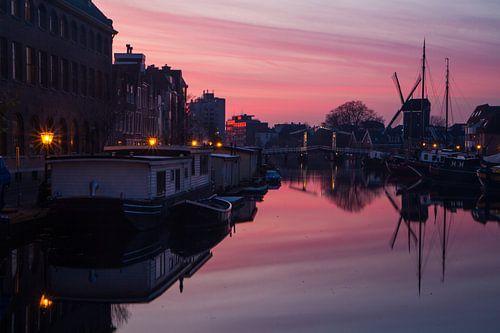 Zonsondergang gracht galgewater Leiden van