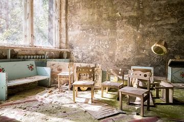 Kinderstoeltjes in Pripyat - Chernobyl. van Roman Robroek
