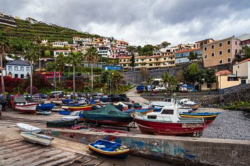 Uitzicht naar Camara de Lobos op het eiland Madeira van Rico Ködder