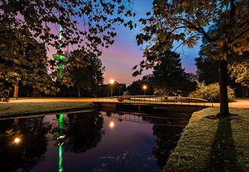 Sunset at the Euromast Park van Midi010 Fotografie