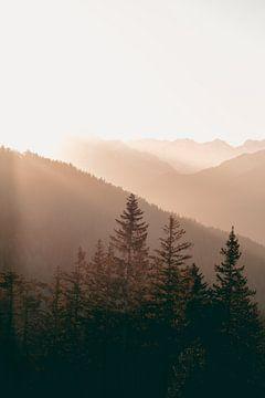 Warme Zonsondergang in de Bergen van Sophia Eerden