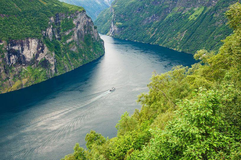 View the Geirangerfjord in Norway van Rico Ködder