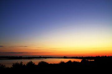 Zonsondergang Strijensas Zuid-Holland Nederland II van Watze D. de Haan