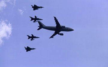 Langsamer Vorbeiflug Airbus A310-304 MRTT der Luftwaffe mit 2 x Tornado, 2 x  Eurofighter van Joachim Serger