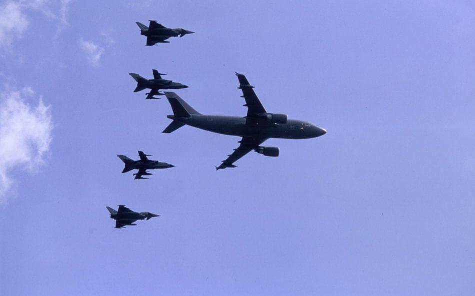 Langsamer Vorbeiflug Airbus A310-304 MRTT der Luftwaffe mit 2 x Tornado, 2 x  Eurofighter