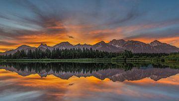 Berge und ihr Spiegelbild von Matthijs Bettman