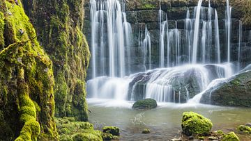 Am stillen Wasserfall von Denis Feiner