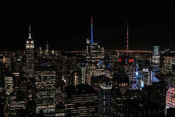 Skyline New York im Dunkeln von der Spitze des Felsens von Trix Leeflang