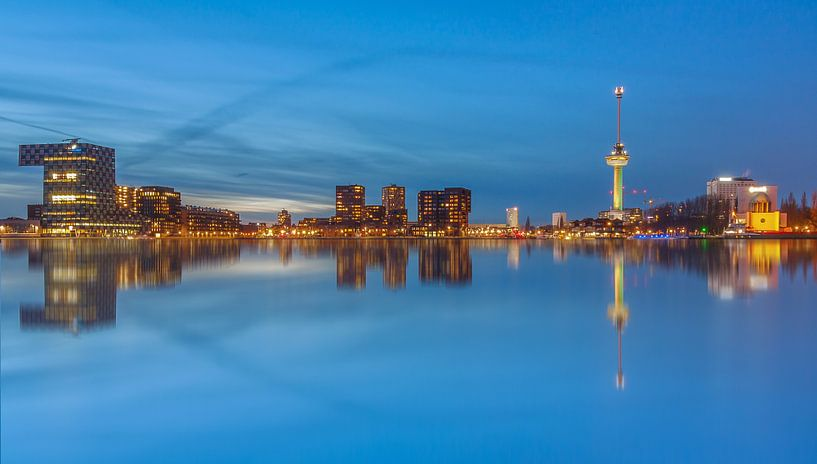 Rotterdam in the blue hour van Ilya Korzelius