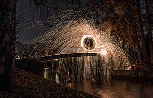 Lightpainten op een brug van